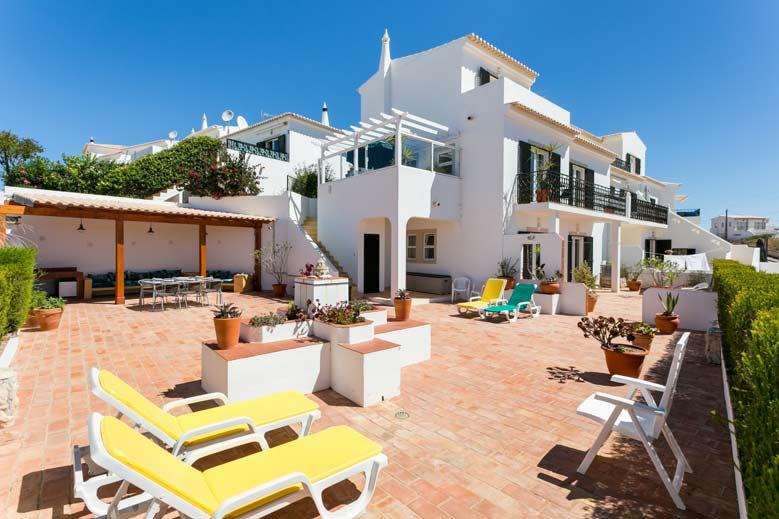 Casa JHZ, Terras met zicht op het huis, Figueira - Salema - Budens, Algarve Portugal